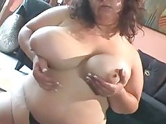 BBW Babe Fucks herself